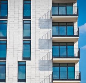 Klient: producent okien i drzwi